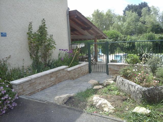 Muret, portail, dallage, pavés, bordure granit, portail Pépin, et pavés, Les Jardins du Buis, 73, 38, Pont de Beauvoisin