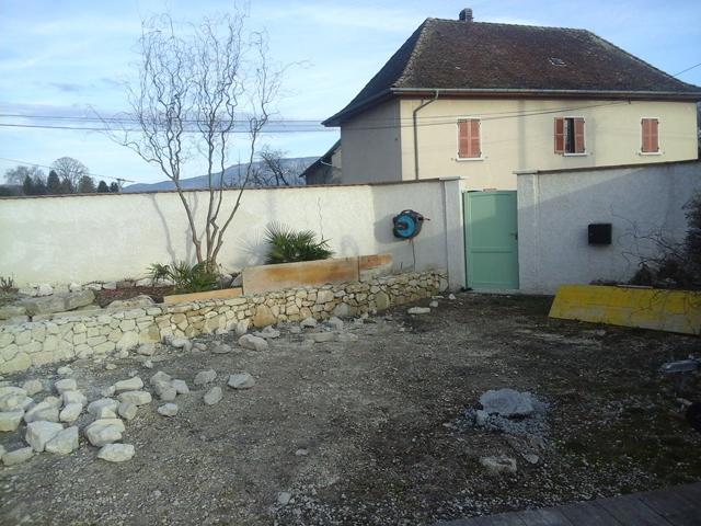 Création d'un muret, pierres de Murs et Gélignieux, par Les Jardins du Buis, paysagiste, 73, 38