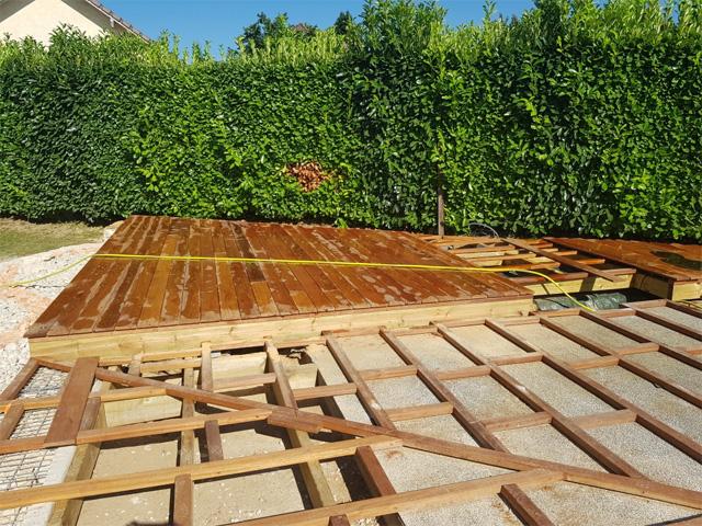 Chantier terrasse bois exotique Domessin - par Les Jardins du Buis, paysagiste, 73, 38