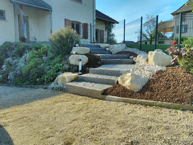 10 - Escalier, pavage bordure en granit - Les Jardins du Buis, paysagiste Avant-Pays, Savoie, Isère, Ain